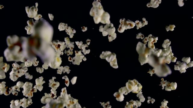 popcorn essen explosion - popcorn stock-videos und b-roll-filmmaterial