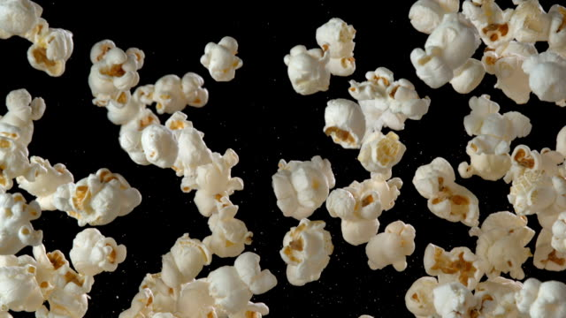 popcorn in der luft - popcorn stock-videos und b-roll-filmmaterial
