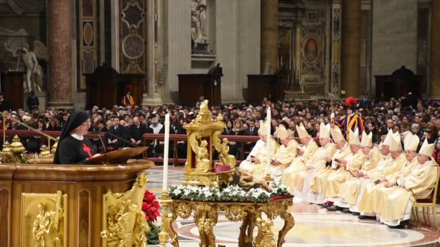 pope attends the christmas eve mass in st peter's basilica on december 24 2019 in vatican city vatican pope francis held a midnight mass tuesday at... - vatikanstaat stock-videos und b-roll-filmmaterial