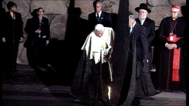 pope benedict xvi announces resignation date jerusalem photography *** pope on visit to holocaust memorial - 法王ベネディクト16世点の映像素材/bロール