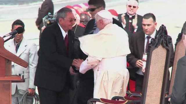 vídeos y material grabado en eventos de stock de pope benedict xvi arrived monday in cuba seeking to boost his church's special dialogue with the communist regime as dissidents said more than 150... - pope