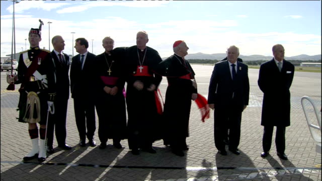pope benedict xvi state visit 2010: day one: arrival at edinburgh airport; guard of honour presenting arms as formal welcoming party along to plane /... - cormac murphy o'connor stock videos & royalty-free footage