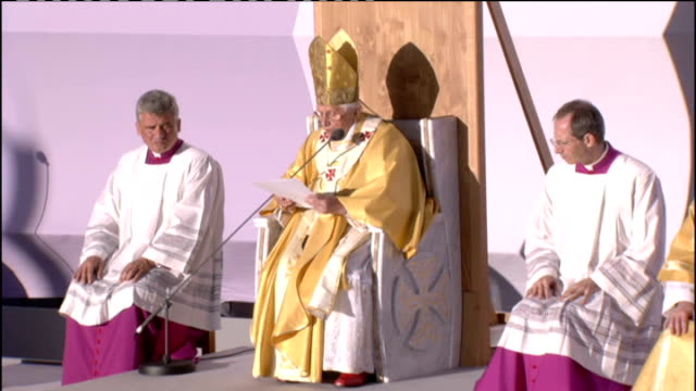 pope benedict xvi state visit: day one: mass at bellahouston park; pope benedict xvi homily continued sot among the differing gifts which saint paul... - 30 seconds or greater stock-videos und b-roll-filmmaterial