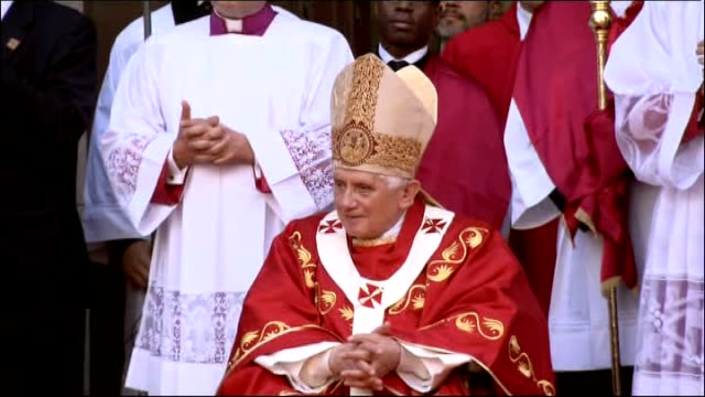 day three paschal uche greeting pope on behalf of catholic youth sot pope sitting listening high shot of crowd pope greeting paschal uche - pope stock videos & royalty-free footage