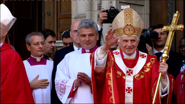 pope benedict xvi state visit: day three; pope waving to young catholics pope standing on red carpet outside westminster cathedral - westminster cathedral stock videos & royalty-free footage