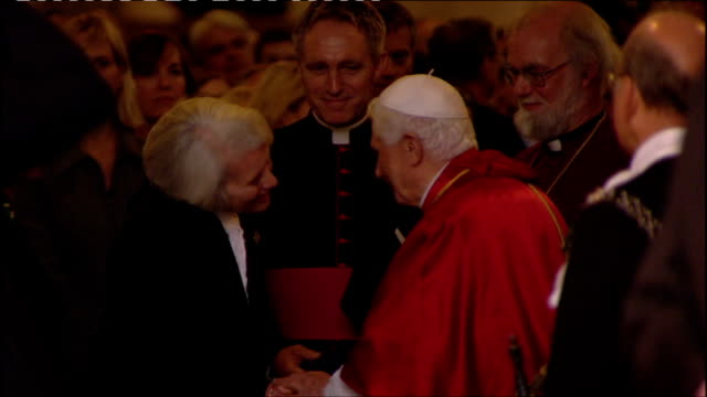 pope benedict xvi state visit: day two: address to civil society, westminster hall, palace of westminster; pope shakes hands with speaker john bercow... - ローマ法王専用車点の映像素材/bロール