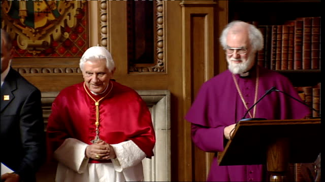 vidéos et rushes de pope benedict xvi state visit: day two: lambeth palace; dr rowan williams makes presentation to pope benedict of leather-bound diptych of facsimiles... - lambeth