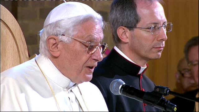 vídeos y material grabado en eventos de stock de pope benedict xvi state visit: day two: st mary's university college; pope addressing teachers and religious sot - your excellency the secretary of... - only mature men