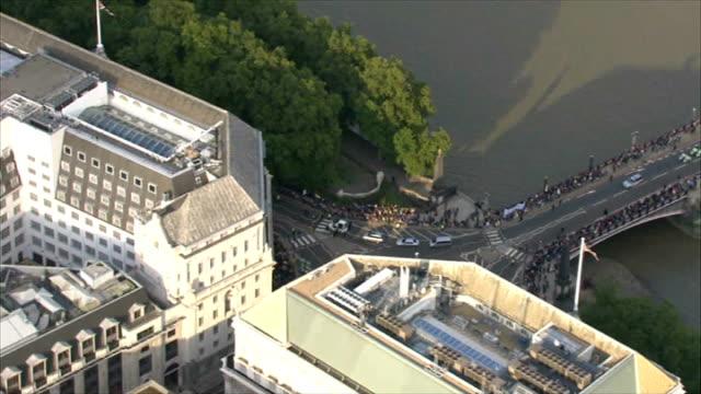 terror plot uncovered air view pope benedict xvi motorcade along past mi5 building - イギリス情報局保安部点の映像素材/bロール