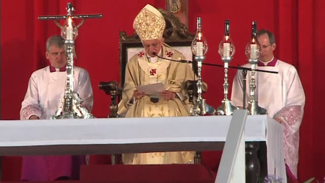vídeos y material grabado en eventos de stock de pope benedict xvi urged tens of thousands of cubans gathered for an openair mass on monday to 'build a renewed and open society' at the start of his... - pope