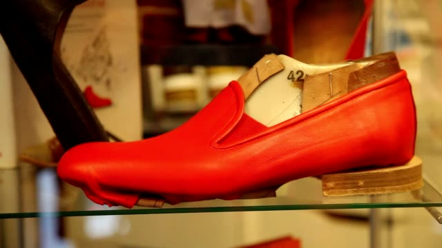 broll pope benedict xvi's shoemaker antonio arellano with the iconic red shoes of the pontiff in his shop on february 23 2013 in rome italy - ベネディクト16世の退位点の映像素材/bロール