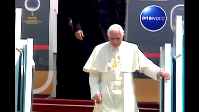 Pope calls on Israelis and Palestinians to resolve their differences ISRAEL EXT Pope Benedict XVI along down steps of aeroplane Pope greeted by...