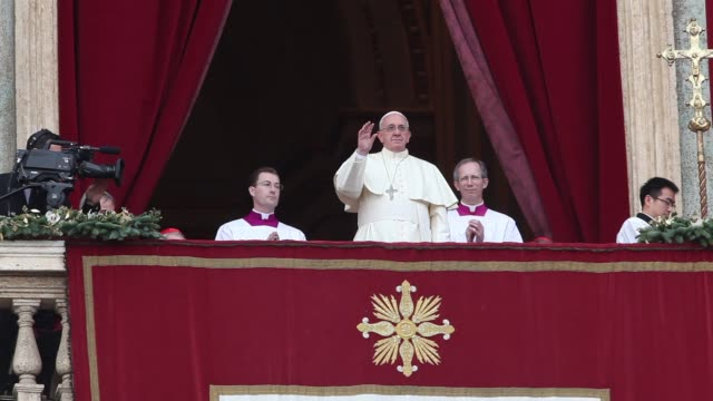 pope francis arrives at pope francis delivers his urbi et orbi christmas blessing at st peter's square on december 25 2013 in vatican city vatican - blessing stock videos & royalty-free footage