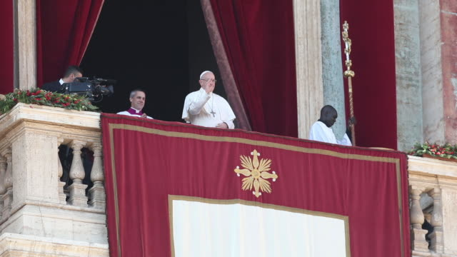 clean pope francis at pope francis delivers his christmas urbi et orbi blessing on december 25 2017 in vatican city vatican - blessing stock videos & royalty-free footage