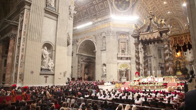 pope francis celebrates christmas night mass at st. peter's basilica on december 24, 2013 in vatican city, vatican. - messen stock-videos und b-roll-filmmaterial