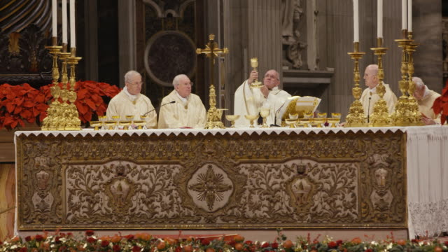 clean pope francis celebrates christmas night mass on december 24 2018 in vatican city vatican - ローマ法王点の映像素材/bロール