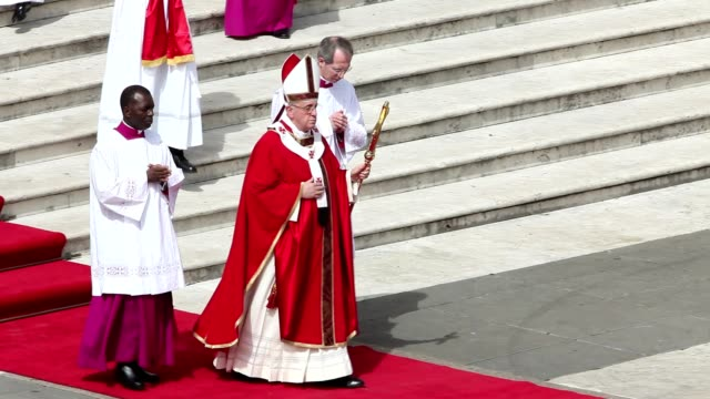 pope francis conducts the palm sunday celebrations in st peter's square at st. peter's square on march 24, 2013 in vatican city, vatican. - pope stock videos & royalty-free footage