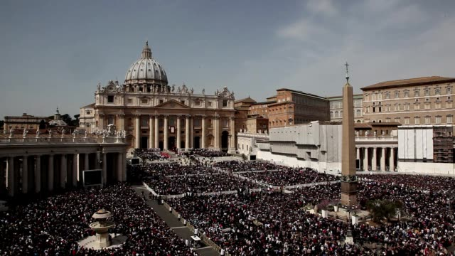 broll pope francis conducts the palm sunday celebrations in st peter's square at st peter's square on march 24 2013 in vatican city vatican - ヴァチカン市国点の映像素材/bロール