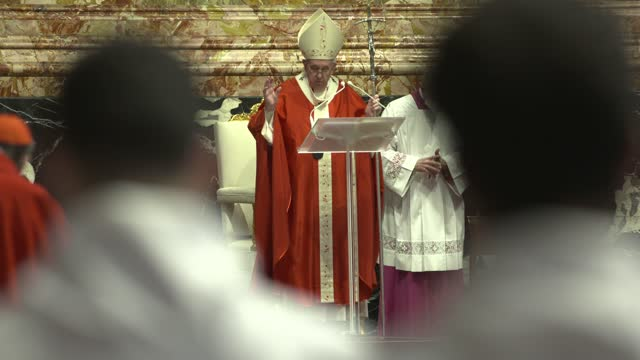 pope francis delivers his blessing as he attends palm sunday mass at st. peter's basilica on march 28, 2021 in vatican city, vatican . - basilica stock videos & royalty-free footage