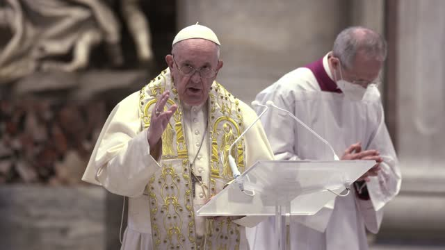 """pope francis delivers his traditional easter message and blessing """"urbi et orbi"""" from the altar of the chair of st. peter's basilica on april 04,... - basilica stock videos & royalty-free footage"""