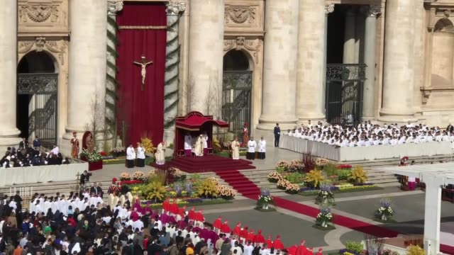 pope francis delivers his traditional 'urbi et orbi' blessing to the city of rome and to the world from the central balcony overlooking st peter's... - state of the vatican city stock videos & royalty-free footage