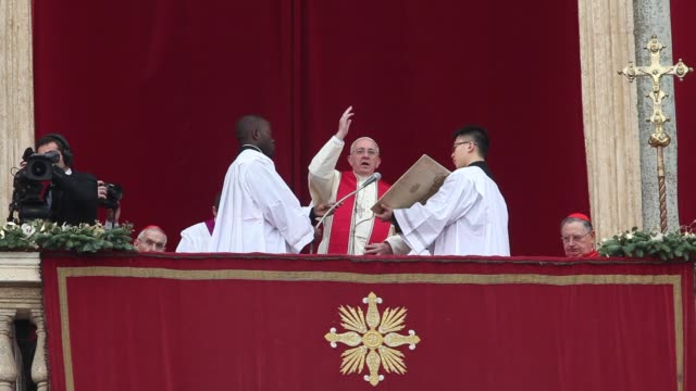 speech pope francis delivers his urbi et orbi christmas blessing at st peter's square on december 25 2013 in vatican city vatican - blessing stock videos & royalty-free footage