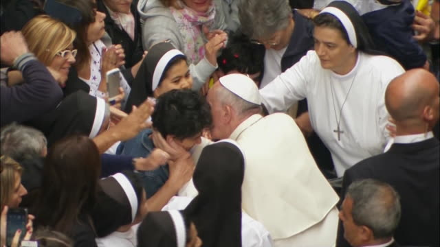 stockvideo's en b-roll-footage met pope francis gets out of the popemobile to greet people - religion or spirituality