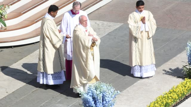 clean pope francis holds easter mass at st peter's square on april 20 2014 in vatican city vatican - ヴァチカン市国点の映像素材/bロール