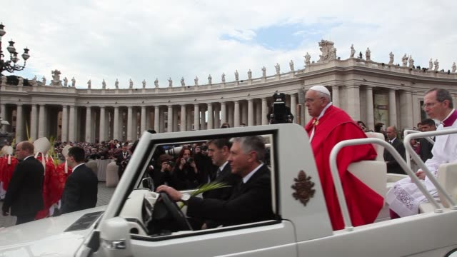 clean pope francis leads palm sunday mass at st peter's square on april 13 2014 in vatican city vatican - ヴァチカン市国点の映像素材/bロール