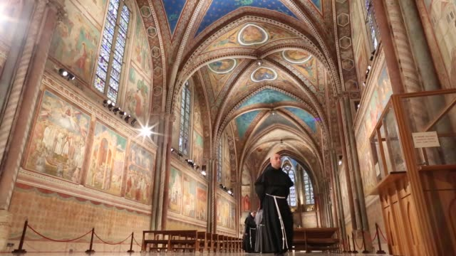 broll pope francis visits saint francis upper church in assisi on october 04 2013 in assisi italy - assisi stock videos and b-roll footage