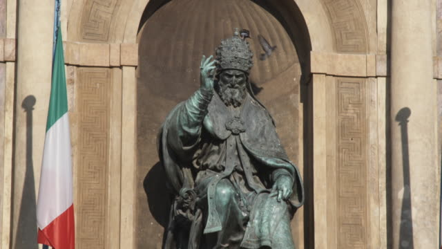 ms pope gregory xiii statue at palazzo d'accursio / bologna, italy - pope stock videos & royalty-free footage