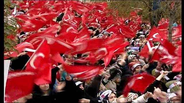stockvideo's en b-roll-footage met pope in controversial visit to turkey turkey istanbul ext protestors waving flags and chanting at rally protesting against imminent visit of pope... - haaraccessoires