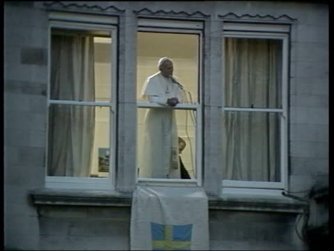 pope john paul ii death: his legacy; file / 1982 england: london: ext pope speaking at window sot - john paul ii how are you/ john paul ii he loves... - pope john paul ii stock videos & royalty-free footage