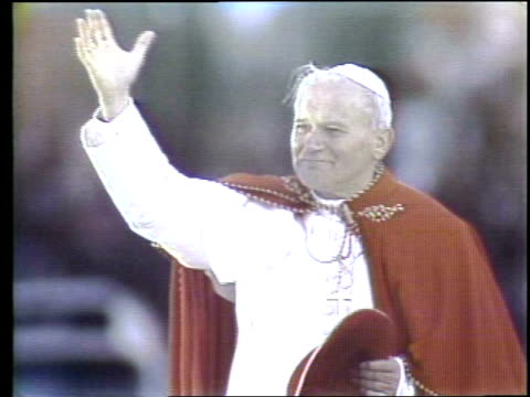 pope john paul ii visits grant park in chicago pope john paul ii waving at grant park on may 31, 1981 in chicago, illinois - pope john paul ii stock videos & royalty-free footage