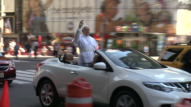 pope wax figure riding through times square madame tussauds new york unveils figure of pope francis as he tours nyc in pope mobile at madame tussauds... - madame tussauds stock videos & royalty-free footage