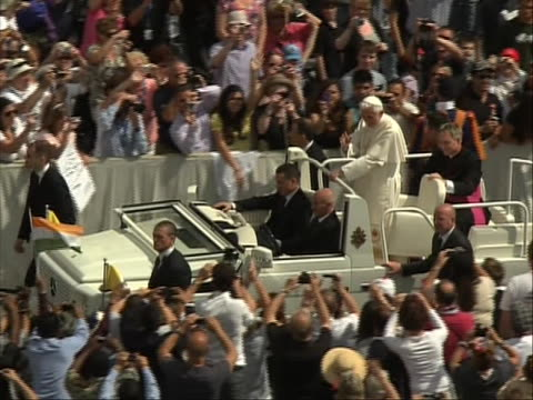 of popemobile, tracking-left as it drives through the crowd pope benedict xvi greets the crowd in saint peter's square, vatican city from the... - ローマ法王専用車点の映像素材/bロール