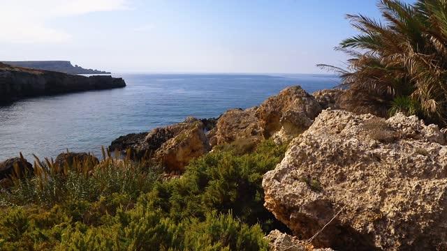 晴れた日のポパイの崖、マルタ - sunny点の映像素材/bロール