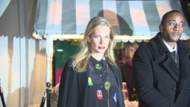 poppy delevingne arrives at stella mccartney store christmas lights at stella mccartney on november 26 2014 in london england - stella mccartney marchio di design video stock e b–roll