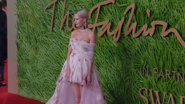 poppy delevingne james cook at the fashion awards 2017 at royal albert hall on december 04 2017 in london england - 2017 bildbanksvideor och videomaterial från bakom kulisserna