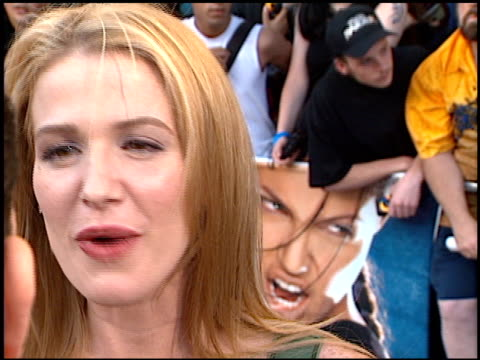 poppy montgomery at the 'lara croft tomb raider' premiere on june 11 2001 - croft stock videos & royalty-free footage