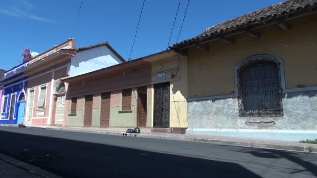 popular street in granada nicaragua - nicaragua video stock e b–roll