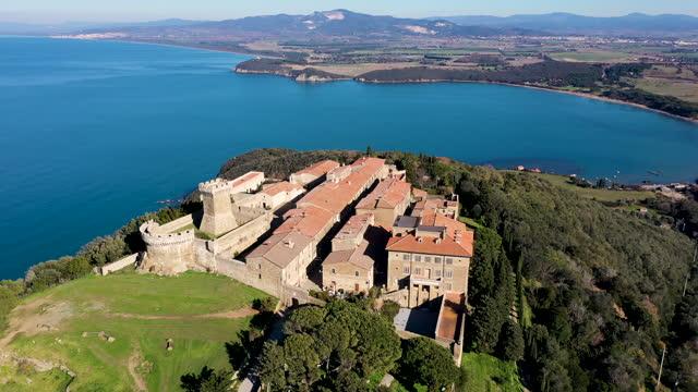 populonia village on the tuscany coast, italy - baia video stock e b–roll