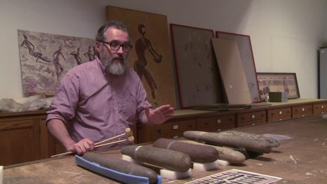 por primera vez en 10000 anos se podran escuchar instrumentos de la edad de piedra - arqueologia stock videos & royalty-free footage