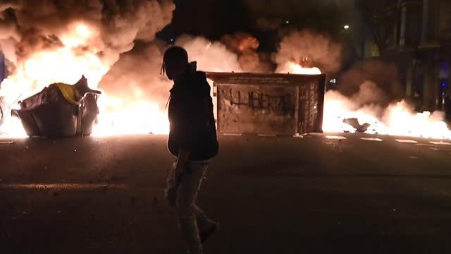 ESP: Tercera noche de disturbios en España tras controvertido arresto de rapero