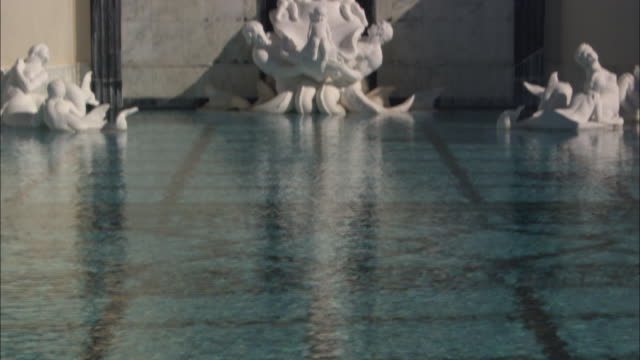 porcelain statues overlook a swimming pool at hearst castle in california. - 美術工芸品点の映像素材/bロール