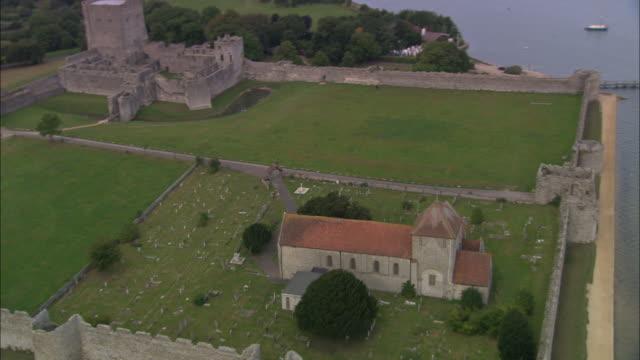 porchester roman castle - 英国ハンプシャー点の映像素材/bロール