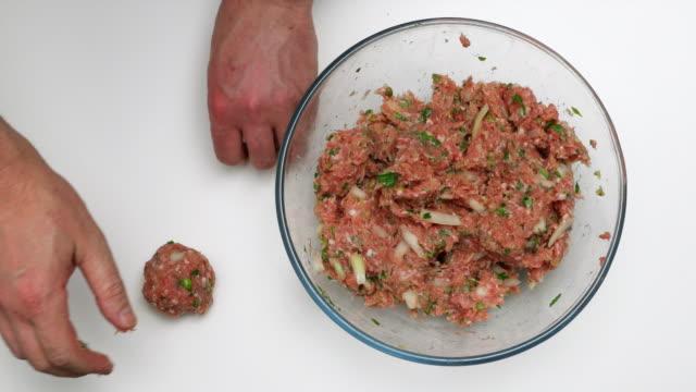 Porcupine meatballs preparation.