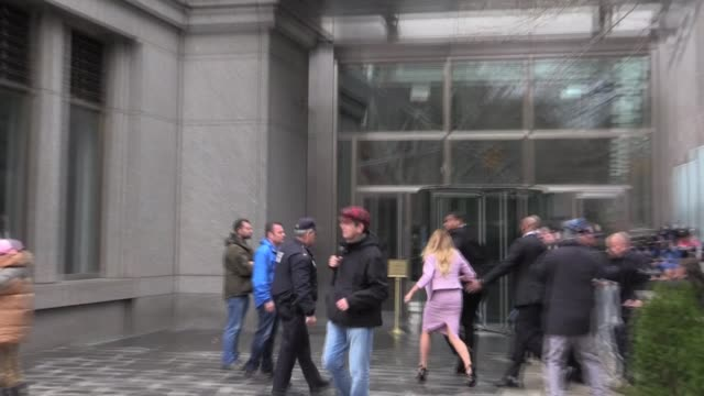 porn star stormy daniels suing president trump arrives in federal court during michael cohen hearings - stormy daniels video bildbanksvideor och videomaterial från bakom kulisserna