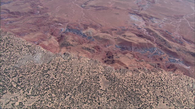 stockvideo's en b-roll-footage met porous rock covers the landscape of grand canyon national park. - poreus