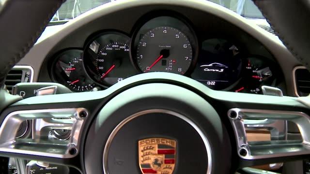 vidéos et rushes de porsche 911 carrera s - car interior - intérieur de véhicule